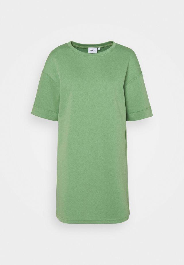 ONLCATHY LIFE DRESS - Žerzejové šaty - watercress