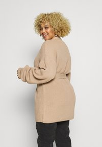Missguided Plus - BELTED CARDIGAN - Gilet - oatmeal - 2