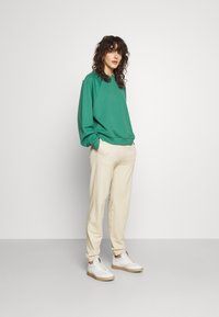 HUGO - DICHIBI REDLABEL - Pantaloni sportivi - light beige - 1
