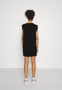 Tommy Jeans - LOGO FLAG TEE DRESS - Jersey dress - black - 2