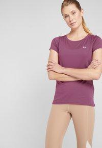 Under Armour - T-Shirt basic - level purple/metallic silver - 0