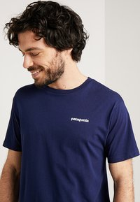 Patagonia - LOGO ORGANIC - Print T-shirt - classic navy - 3