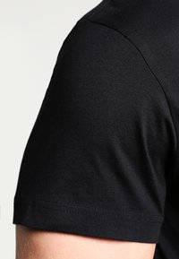 GANT - THE ORIGINAL - T-shirt - bas - black - 4