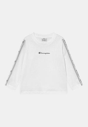 TAPE MANIA CREWNECK LONG SLEEVE UNISEX - Langarmshirt - white