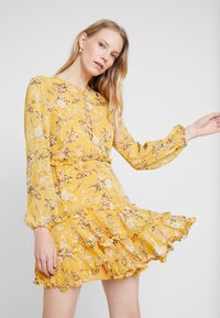 Bardot - JENNIE FLORAL DRESS - Denní šaty - yellow - 0
