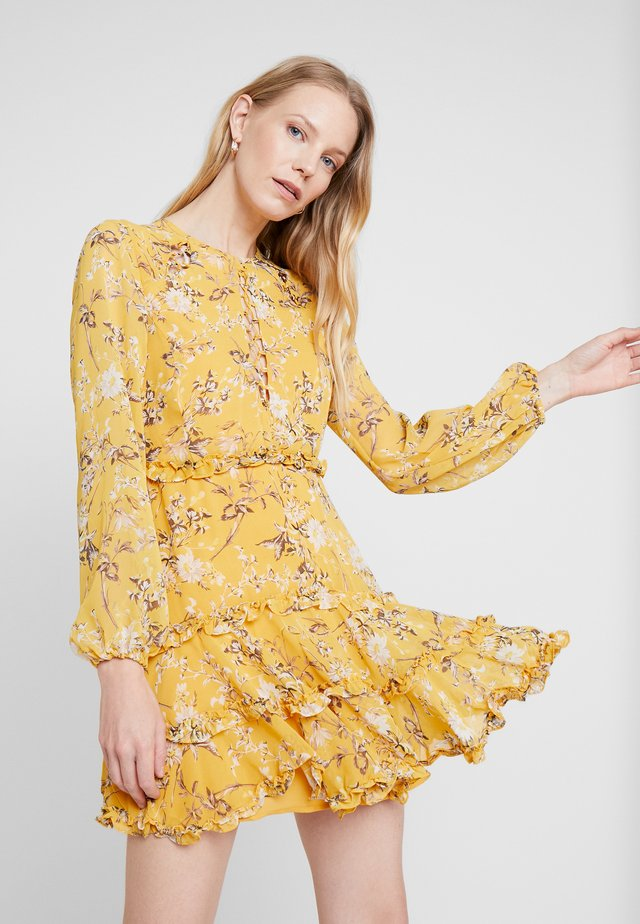 JENNIE FLORAL DRESS - Freizeitkleid - yellow