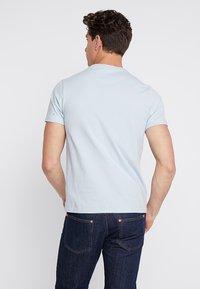 Farah - DENNY SLIM - T-shirts basic - morning sky - 2