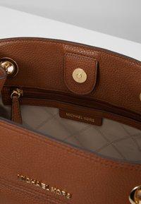 MICHAEL Michael Kors - JET SET CHAIN LEGACY - Across body bag - luggage - 4