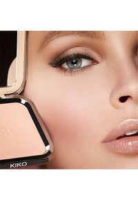 KIKO Milano - WEIGHTLESS PERFECTION WET AND DRY POWDER FOUNDATION - Foundation - 20 cool rose - 2