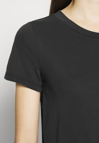 Monki - JOLIN  - Basic T-shirt - black dark running - 6