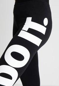 Nike Sportswear - LEGASEE - Leggings - Hosen - black/white - 4