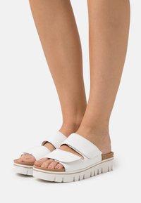 Gabor Comfort - Sandalias planas - weiß - 0