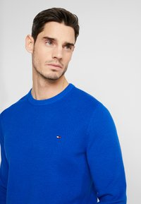Tommy Hilfiger - CREW NECK - Jumper - blue - 3