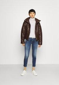 Freeman T. Porter - ALEXA CROPPED - Jeans Skinny Fit - madera - 1