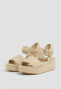 PULL&BEAR - Wedge sandals - sand - 2