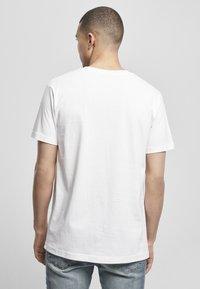 Mister Tee - MIC DROP  - Print T-shirt - white - 2