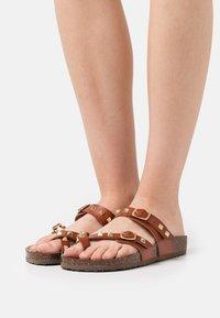 Madden Girl - BRYCEEE - Sandály s odděleným palcem - cognac paris - 0