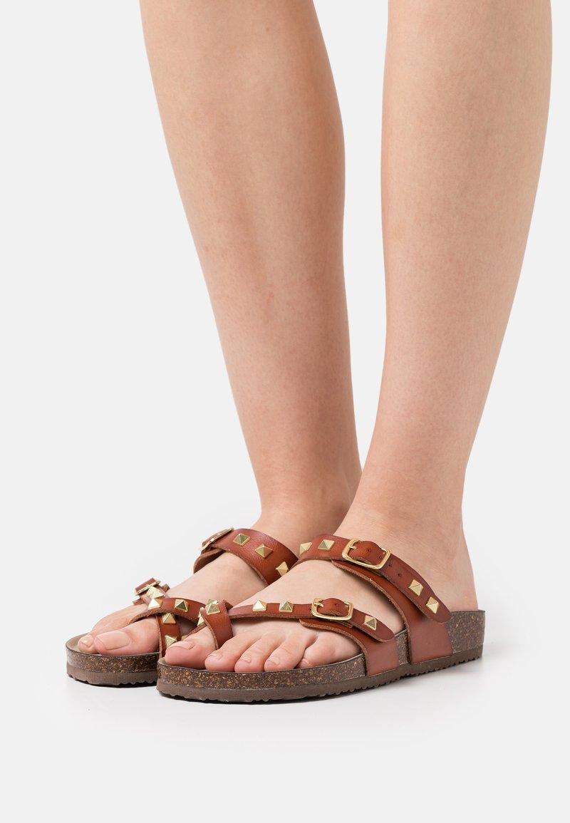 Madden Girl - BRYCEEE - Sandály s odděleným palcem - cognac paris
