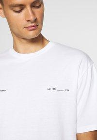 Topman - PALM DEST - Print T-shirt - white - 5