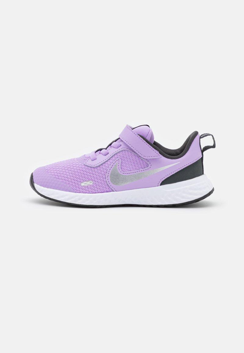 Nike Performance - REVOLUTION 5 UNISEX - Neutral running shoes - lilac/metallic silver/dark smoke grey/white