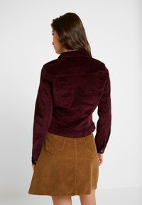 Vero Moda - VMSOYA SLIM JACKET - Summer jacket - port royale - 2