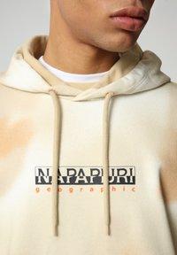 Napapijri - B-AIRBRUSH H AOP - Luvtröja - beige camou - 4
