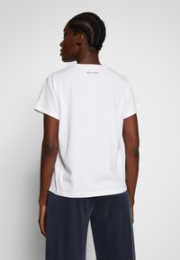 Marc O'Polo - SHORT SLEEVE ROUND NECK LOGO AT BACK NECK - T-shirt basic - dove white - 2