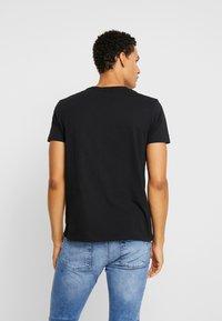 GANT - MEDIUM SHIELD - T-shirt - bas - black - 2