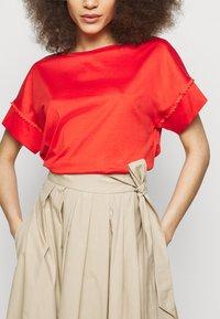 WEEKEND MaxMara - OBLARE - Veckad kjol - ton - 3