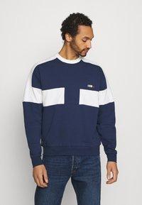 Nike Sportswear - REISSUE FAIRLEAD CREW - Sweatshirt - midnight navy/sail - 0