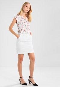 GANT - CLASSIC CHINO SKIRT - Pencil skirt - white - 1