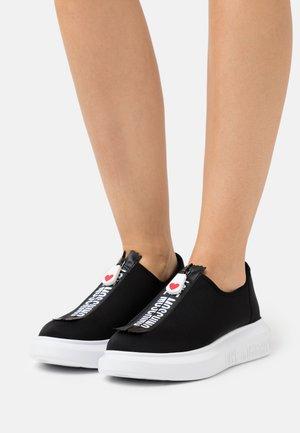 Sneakersy niskie - nero
