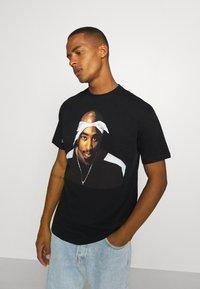 Chi Modu - PAC BANDANA - Print T-shirt - black - 3