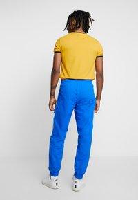 adidas Originals - LOCK UP - Tracksuit bottoms - bluebird - 2