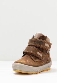 Superfit - GROOVY - Zimní obuv - braun - 2