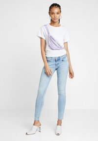 Tommy Jeans - LOW RISE SOPHIE  - Jeans Skinny Fit - hawaii light blue - 1