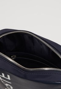 Lacoste - VERTICAL CAMERA BAG - Across body bag - dark sapphire - 4