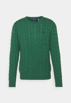 CABLE-KNIT COTTON SWEATER - Stickad tröja - verano green