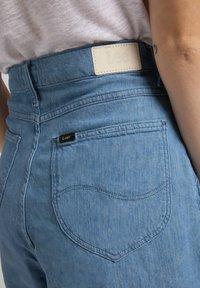 Lee - STELLA - Denim shorts - light linnen - 4
