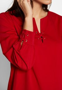 Cortefiel - CREW NECK BASIC BLOUSE WITH EYELETS DETAILS IN COLLAR - Blůza - red - 4