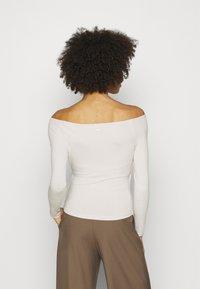 Guess - SONAY - Maglietta a manica lunga - ivory bone - 2