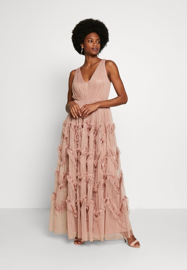 KEY HOLE BACK MAXI DRESS - Galajurk - pearl blush
