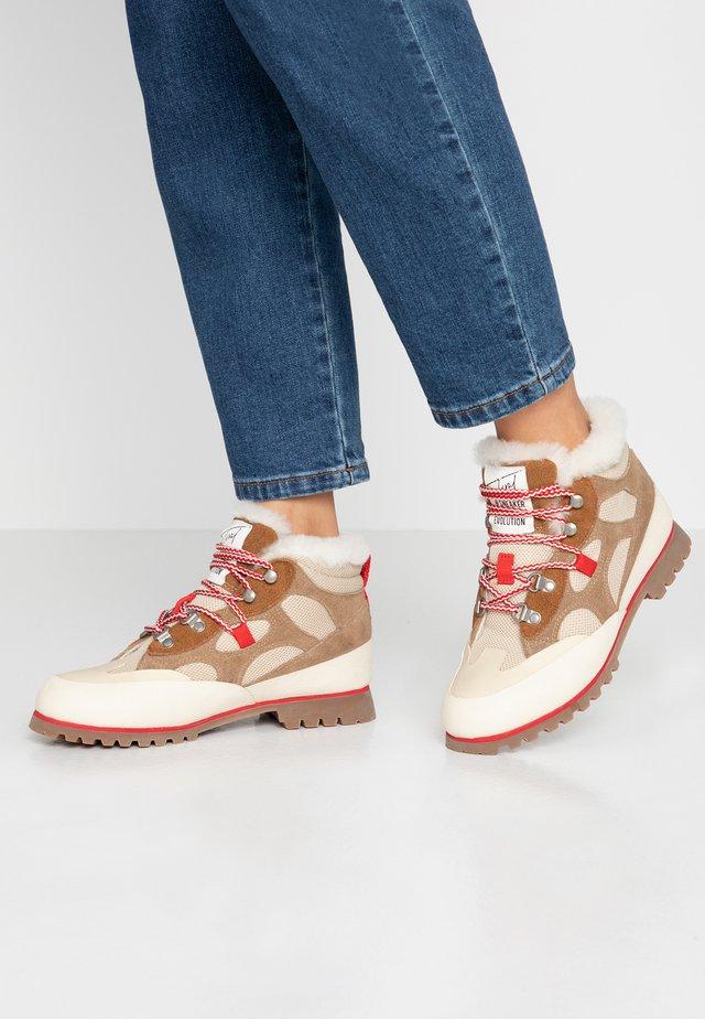 Lace-up ankle boots - rejilla beige