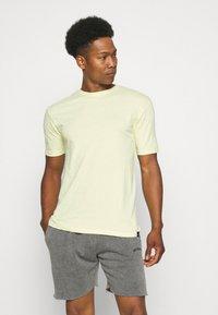 Newport Bay Sailing Club - 5 PACK - Basic T-shirt - lilac/light yellow/sage green/grey marl/off white - 5