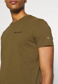 Champion - LEGACY CREWNECK - T-shirt basic - oilive - 5
