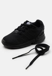 adidas Originals - ZX FLUX UNISEX - Trainers - core black - 5