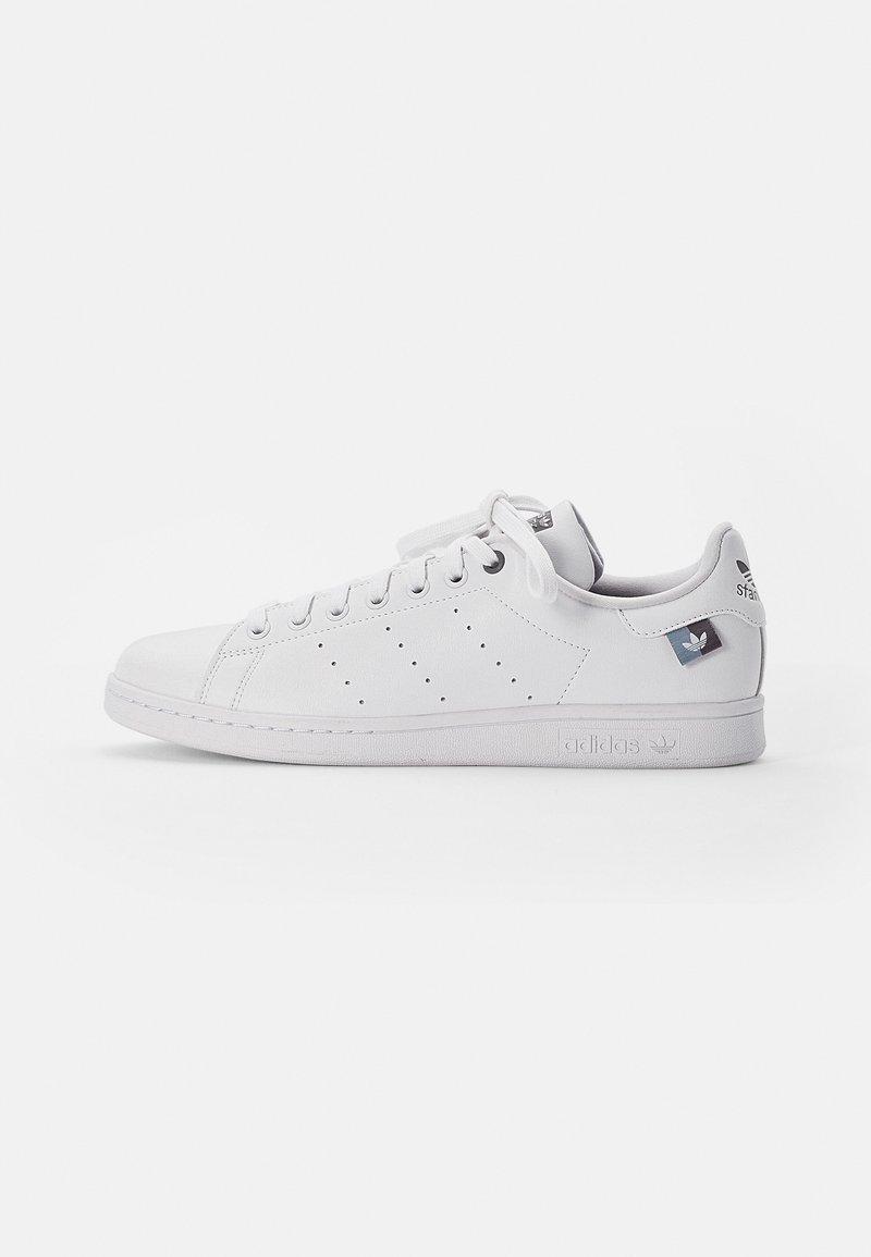 adidas Originals - STAN SMITH UNISEX - Trainers - white/grey three/light grey