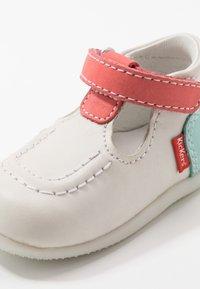 Kickers - BONBEKRO - Zapatos de bebé - blanc/rose/bleu - 2