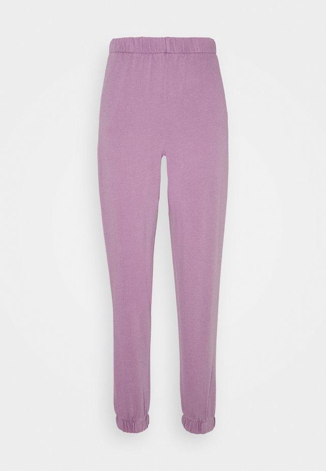 HIGHWAISTED TRACKPANT - Verryttelyhousut - chalky lilac garment pigment dye
