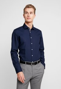 Seidensticker - SLIM FIT SPREAD KENT PATCH - Kostymskjorta - dark blue - 0